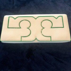 Tory Burch Serif clutch white w/ Kelly green trim